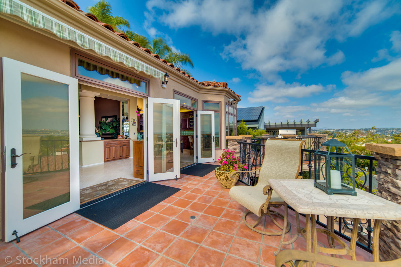 real_estate_photography_ocean_view_san_diego_balcony_3