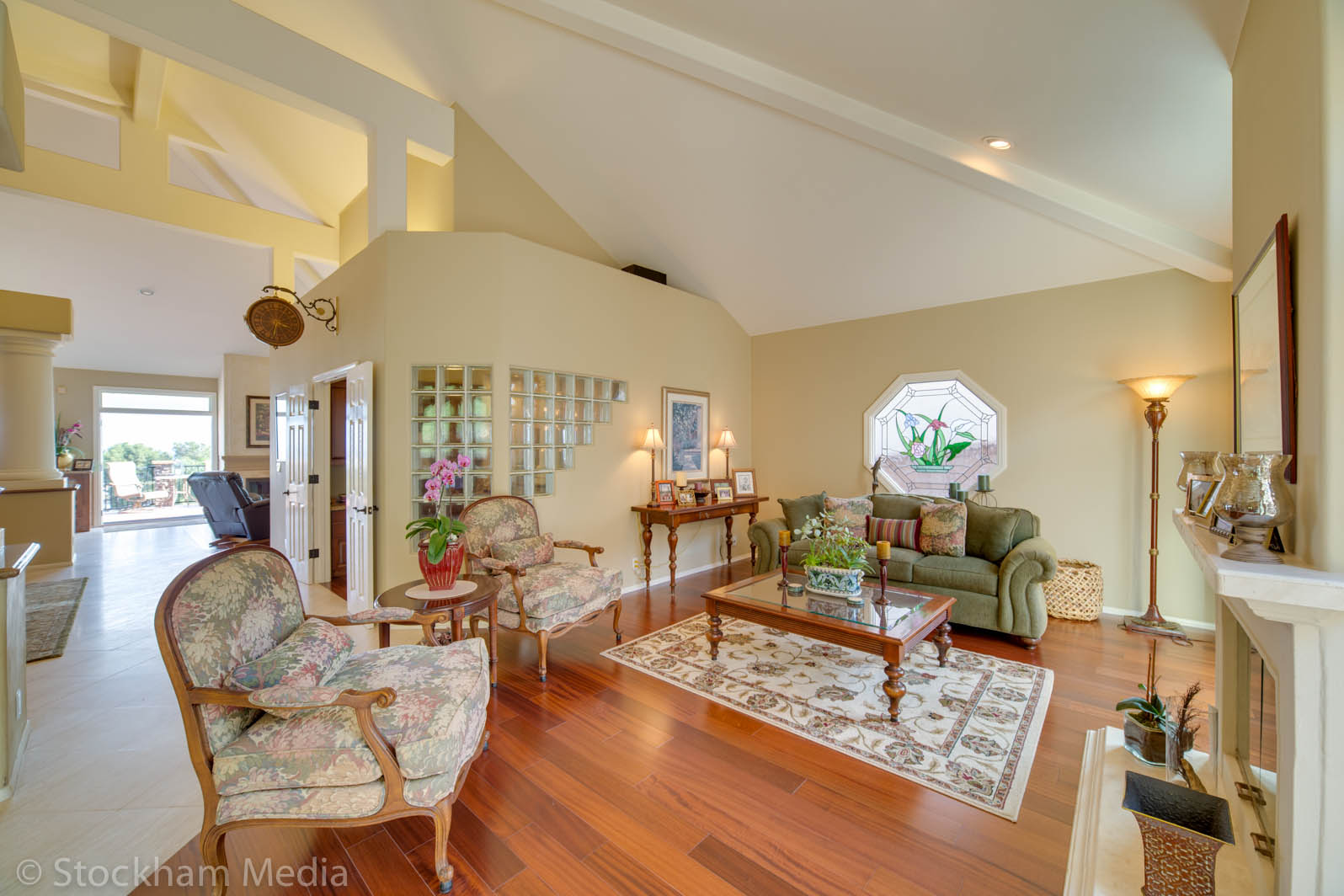 real_estate_photography_san_diego_family_room_1