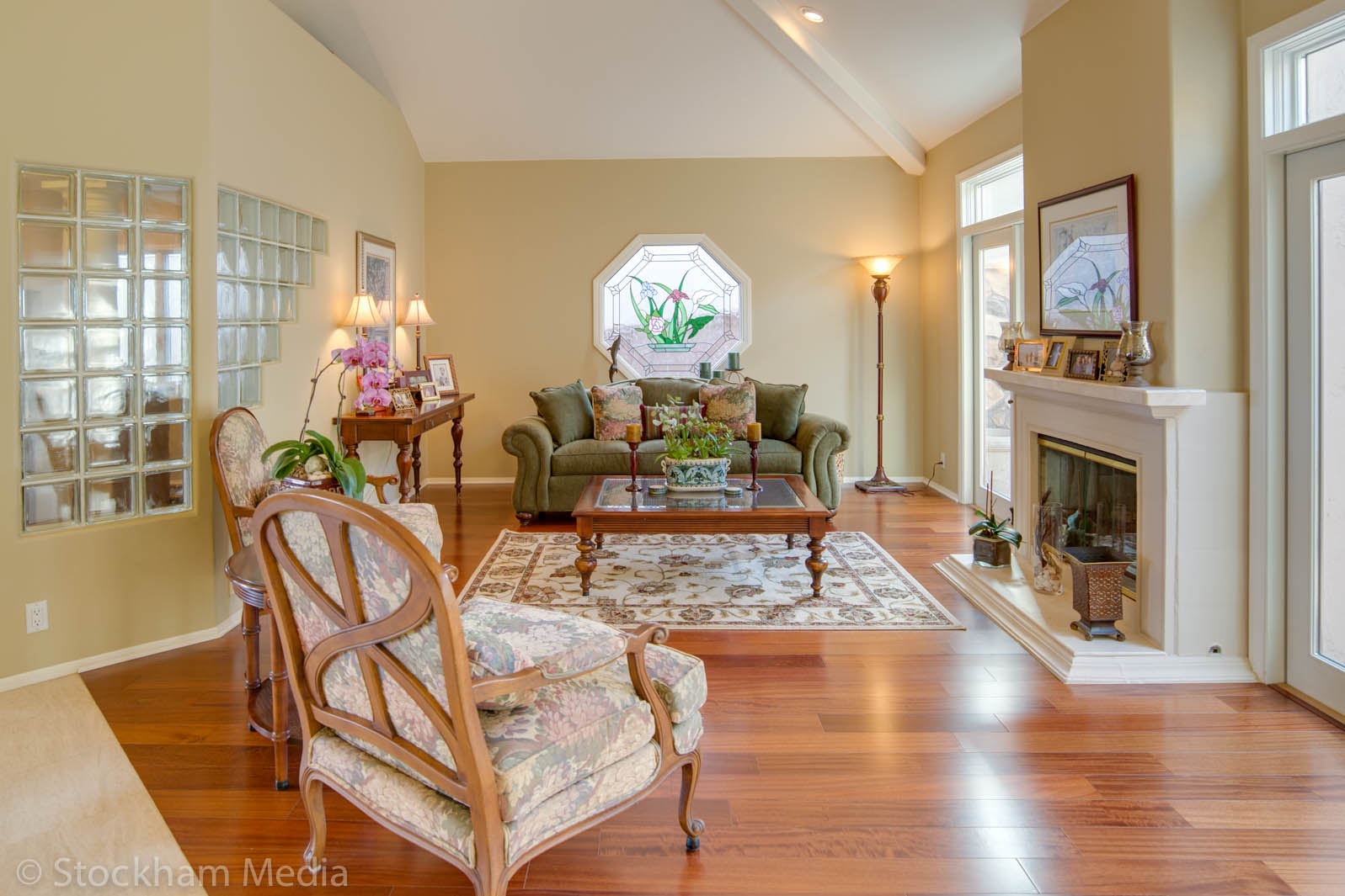 real_estate_photography_san_diego_family_room_3