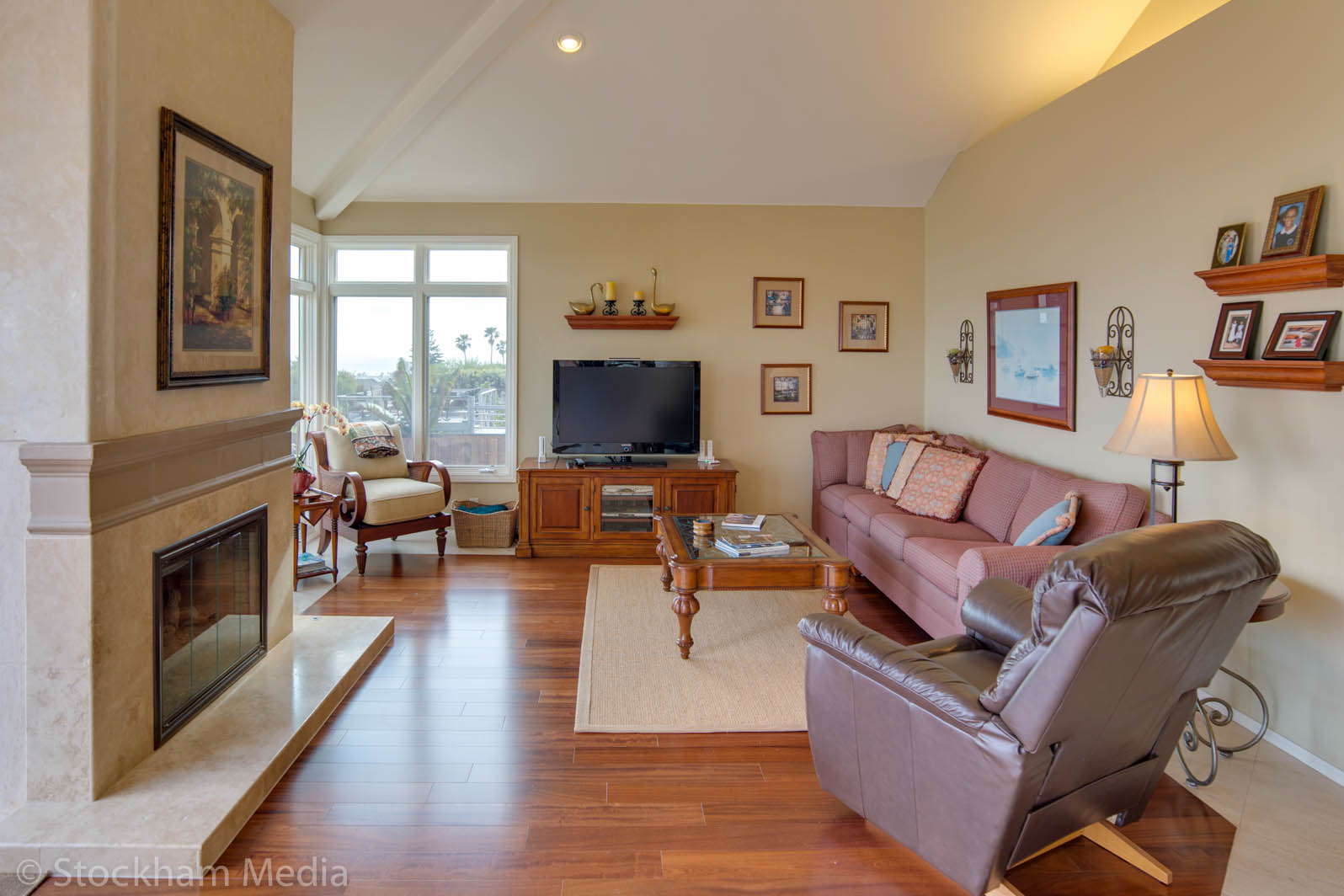 real_estate_photography_san_diego_family_room_4