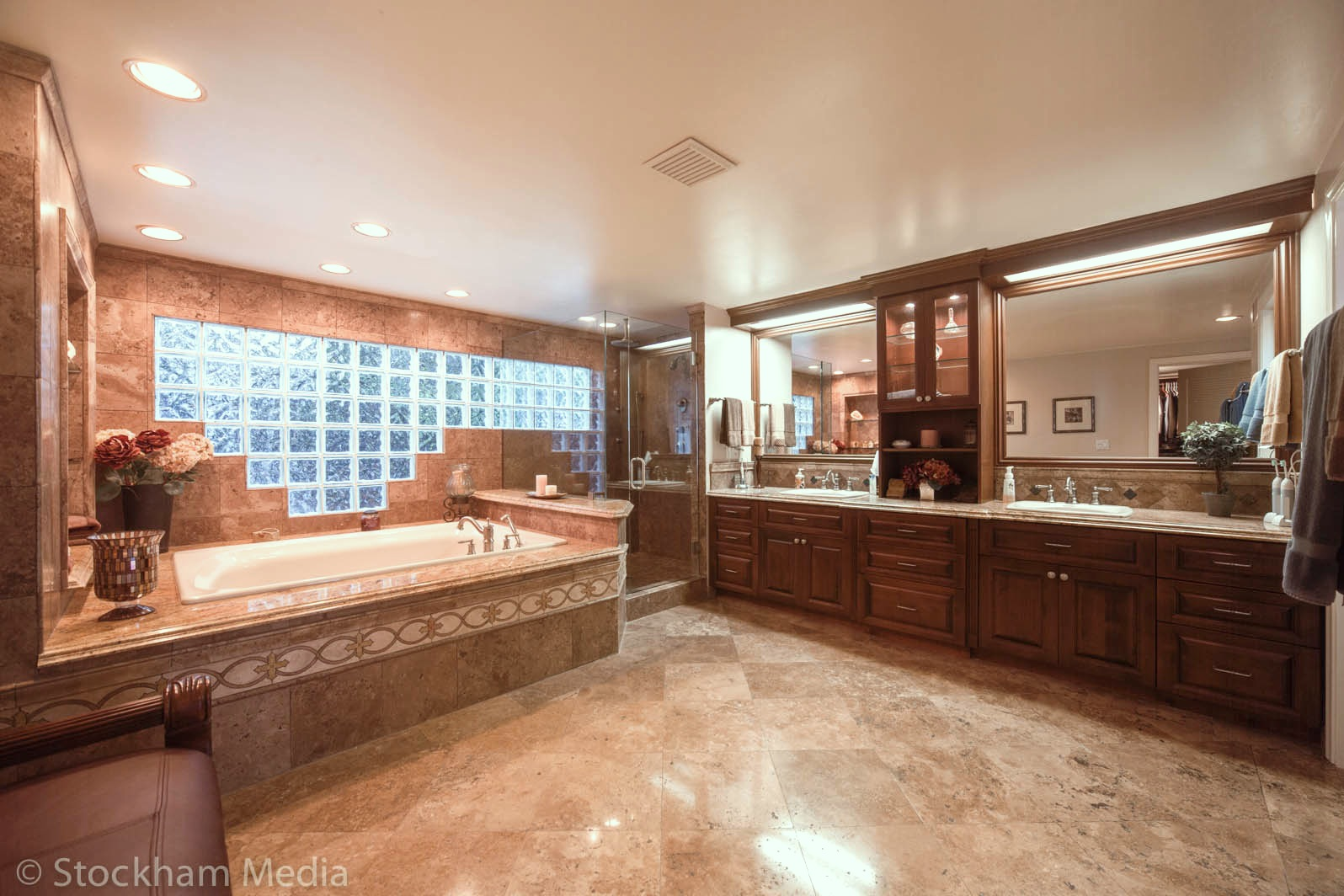 san_diego_real_estate_photography_master_bathroom_1