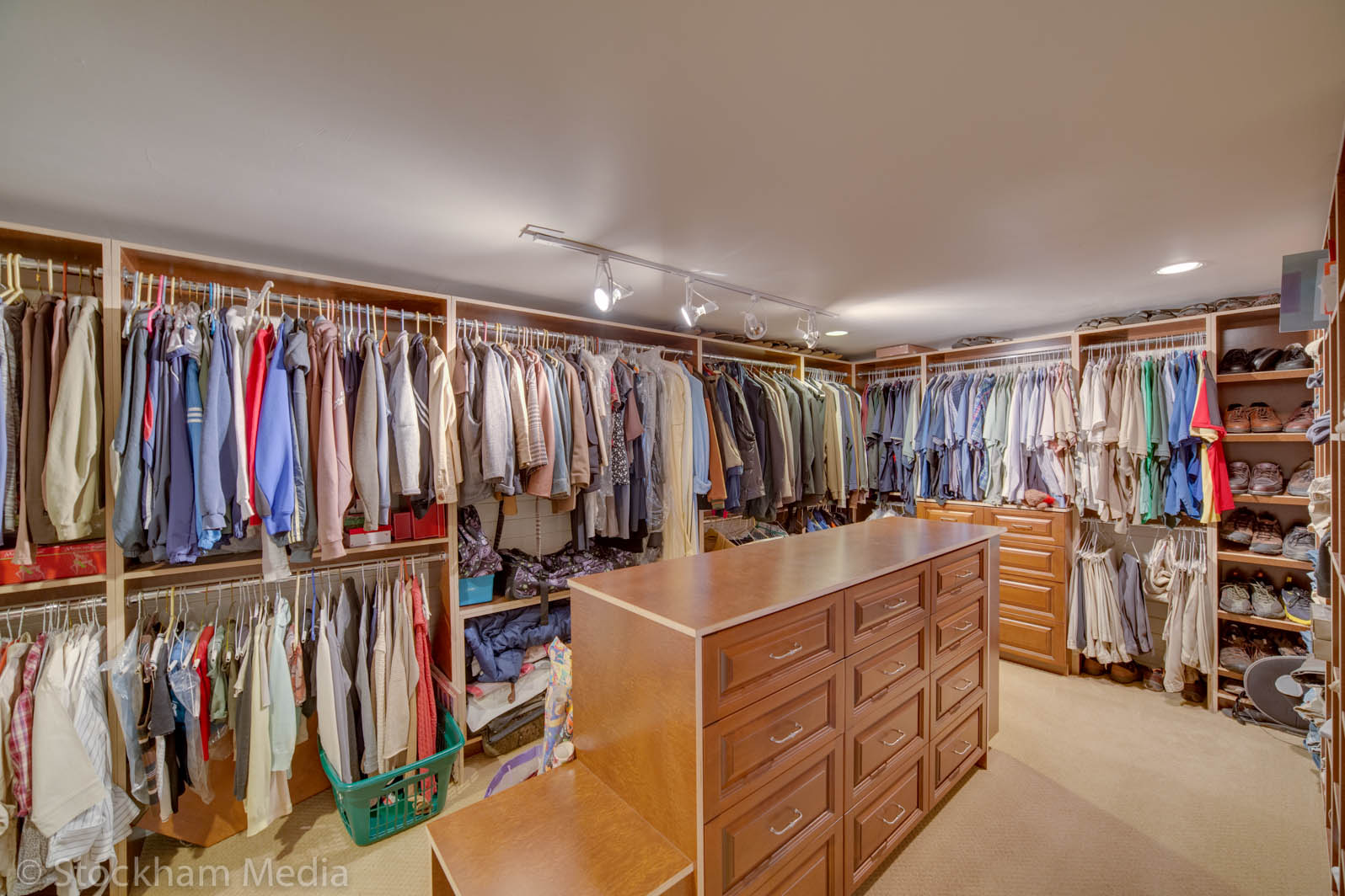 san_diego_real_estate_photography_master_bedroom_closet
